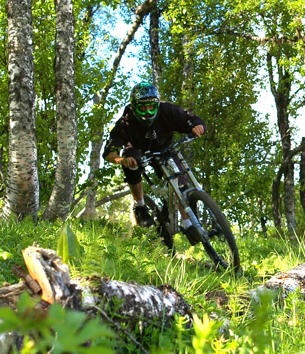 Person som cyklar mountainbike i Flottsbro